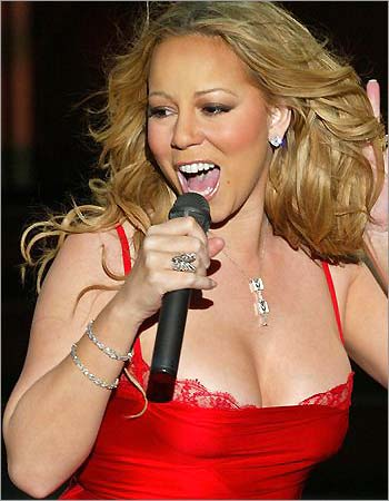 mariah carey showing her cleavage in a red dress