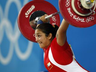Olympic Weightlifter Unexpectedly Gives Birth During Training ...